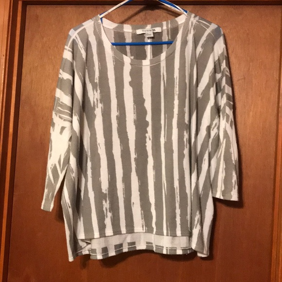 Forever 21 Tops - Oversized shirt fitted sleeve